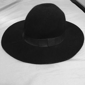 Kendall & Kylie Black Floppy Hat